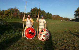 Opliti etruschi di guardia ai tumuli