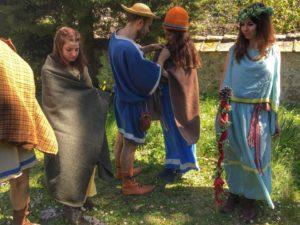 Ricostruzione abiti etruschi blu e azzurri