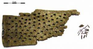Tavola per la lavorazione del lino o cardatura della lana. Reperto da Hallstatt-Dammwiese (Museum of Natural History, Vienna)