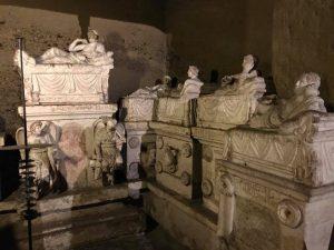 Ricostruzione del Kottabos, Ipogeo dei Volumni, Ponte San Giovanni (PG)